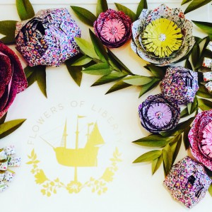 fantastische Papierblumen-Deko bei Liberty
