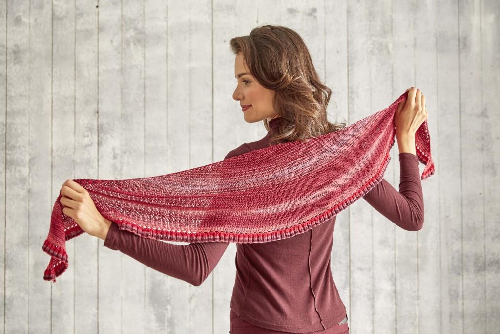 Das Yarncamp-Tuch, gestrickt aus 100g Merino Extrafine Lace 285.